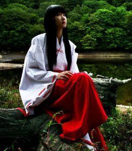 Женское красное кимоно