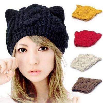 Вязаная шапка с ушками (черная)